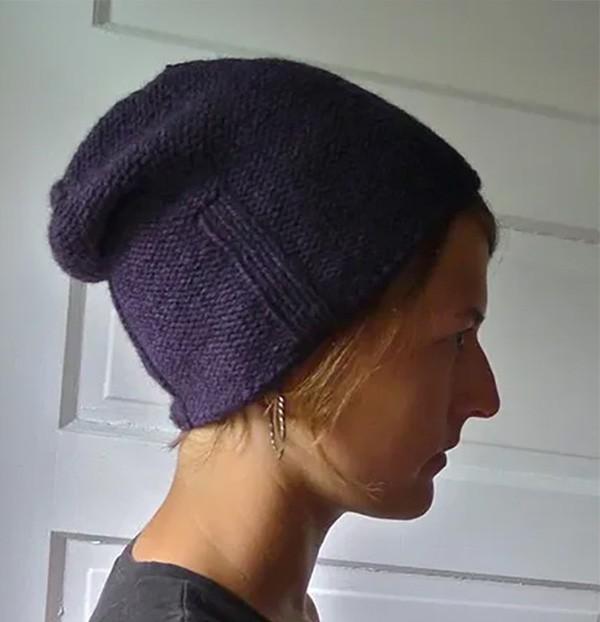 https://foxflat.wordpress.com/2011/09/20/kami-hat-the-first-foxflat-knitting-pattern/