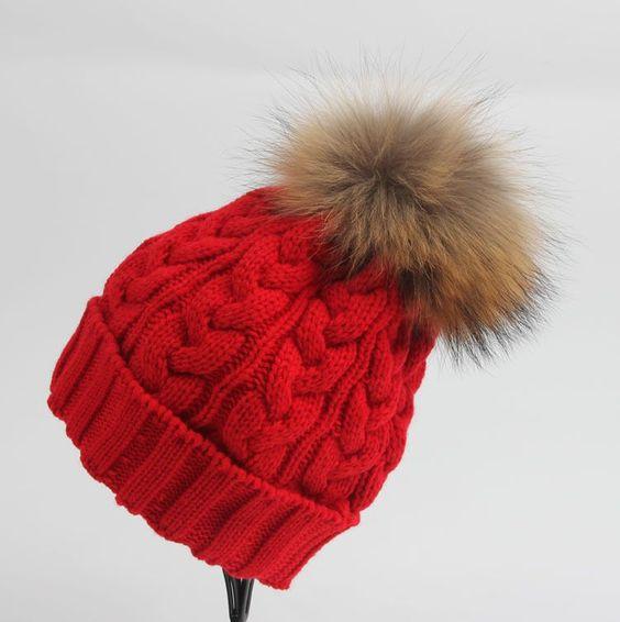 tyoplye-vyazanye-komplekty-shapki-zimnie-sxema-i-opisanie